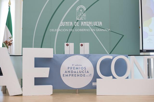 SOS10 sujetador adhesivo, ganador Premios Andalucía Emprende 5ª edición. Granada.
